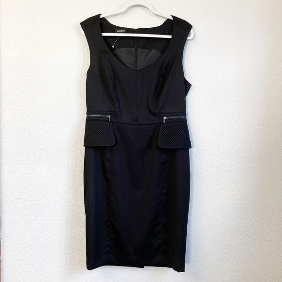 Bebe Sleeveless Scoop Neck Black Sheath Dress